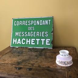 """Plaque émaillée """"Hachette""""..."""